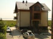 Większość pokojów w Villi Piaski posiada piękny bezpośredni widok na Zalew Wiślany